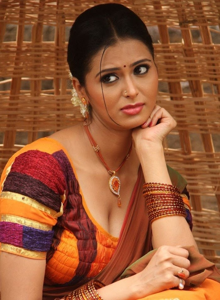 Meenakshi Dixit Hot & Sexy In Desi Look- Hot Cleavage Overloaded