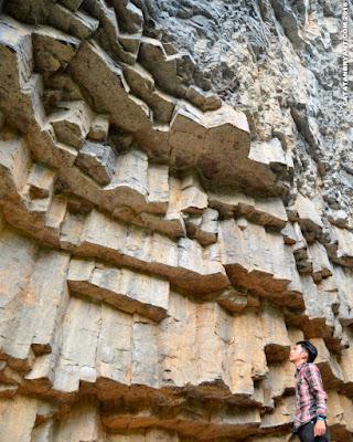 Pesona Batu Dinding Kilo Tiga - Amurang, Minahasa Selatan | CatatanBryant.com