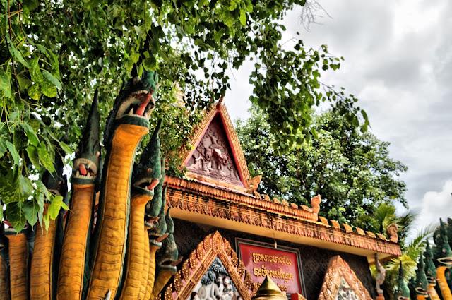 Pagode de Kampong Chamlong, ornements supérieurs latéraux. Photo Christophe Gargiulo