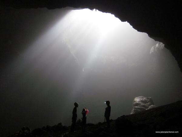 Ray of Light Goa Jomblang yang Bikin Speechless