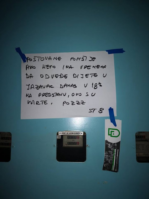 Диван гест комшије: Порука остављена у згради у Бањалуци одушевила многе