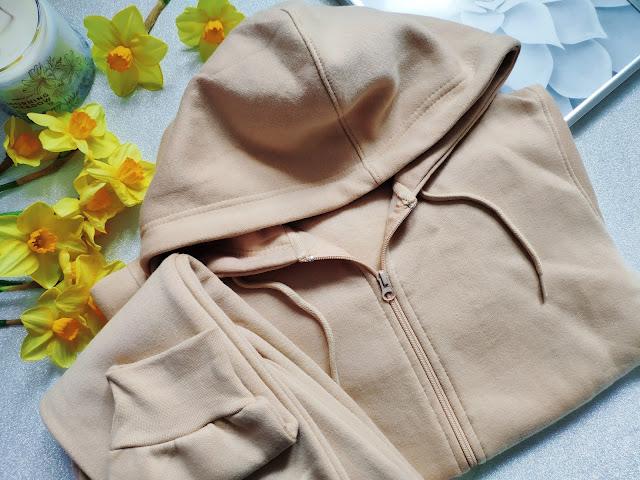 Femmeluxe - Moje ostatnie zamówienie - Dres w kolorze nude, spodnie ze sztucznej skóry, sweter i lilowa bluzka
