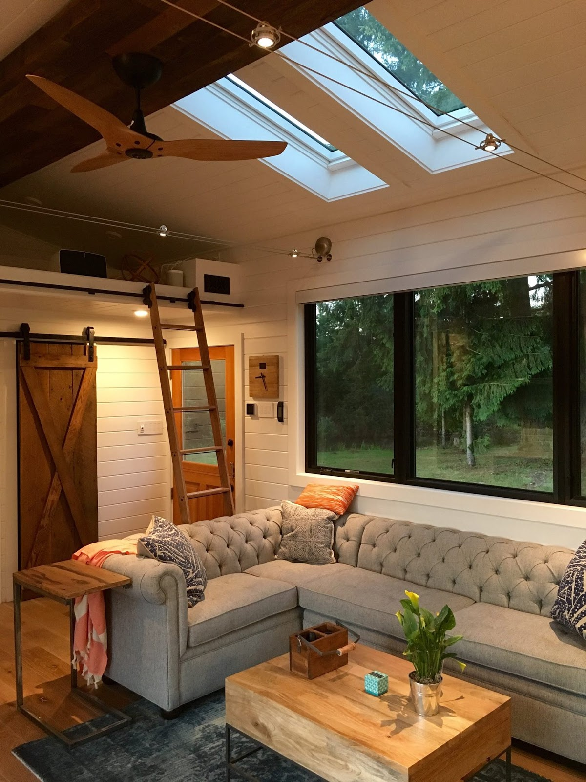 The hawaii house by tiny heirloom tiny house town for Small house interior