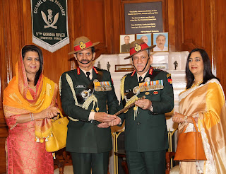 new army chief and outgoing army chief with their wives at south block