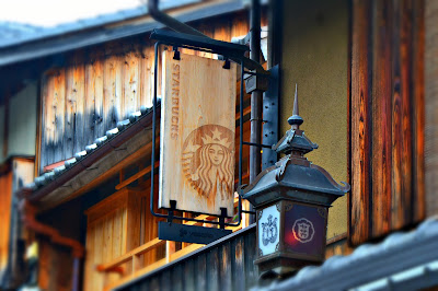 This Starbucks branch found in Ninenzaka Street matches well with the neighborhood it belongs to as it was built in a traditional Edo-style house.
