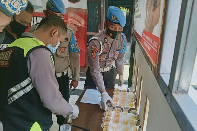 Sejumlah Anggota Polres Purbalingga Menajalani Tes Urine