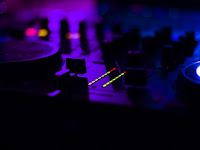 Dunia Malam | 5 Pertimbangan Utama Membeli Mesin Karaoke