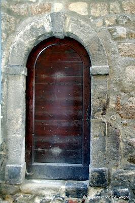 Photo de belles portes et fenêtres d'Auvergne
