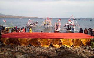 Peringati Sumpah Pemuda ke-92, DKP dan Dispar Gelar Lomba Perahu Hias di Pantai Kolo