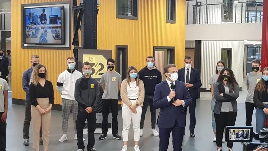 Macron pris d'une grosse quinte de toux en plein discours : «Pardon, je m'étrangle...! »