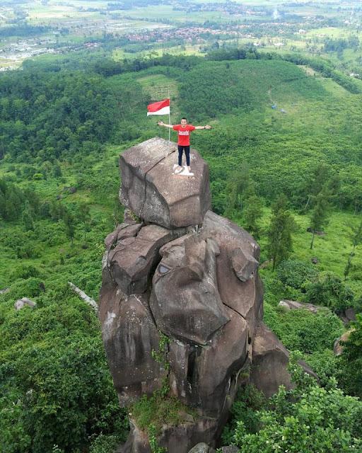 Bukit batu Agung Balapulang