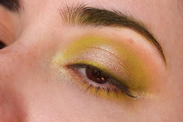 Maquillaje de ojos en verde con paleta de w7