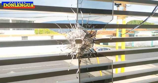 Oficina del Gobernador César Pérez Vivas fue atacada a tiros en el Táchira