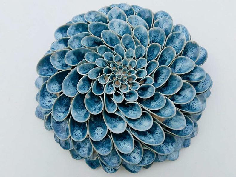 Flores y suculentas cerámicas hechas a mano por Owen Mann
