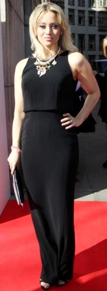 Foto de Kimberly Wyatt con hermoso vestido negro