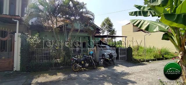 Rumah barat Jogja Bay Maguwoharjo