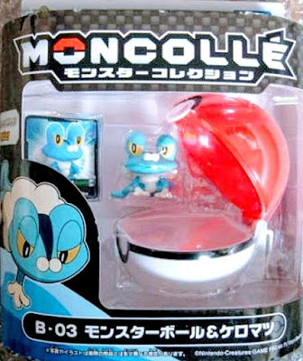 Froakie figure battle pose with Pokeball Takara Tomy Monster Collection MONCOLLE B series