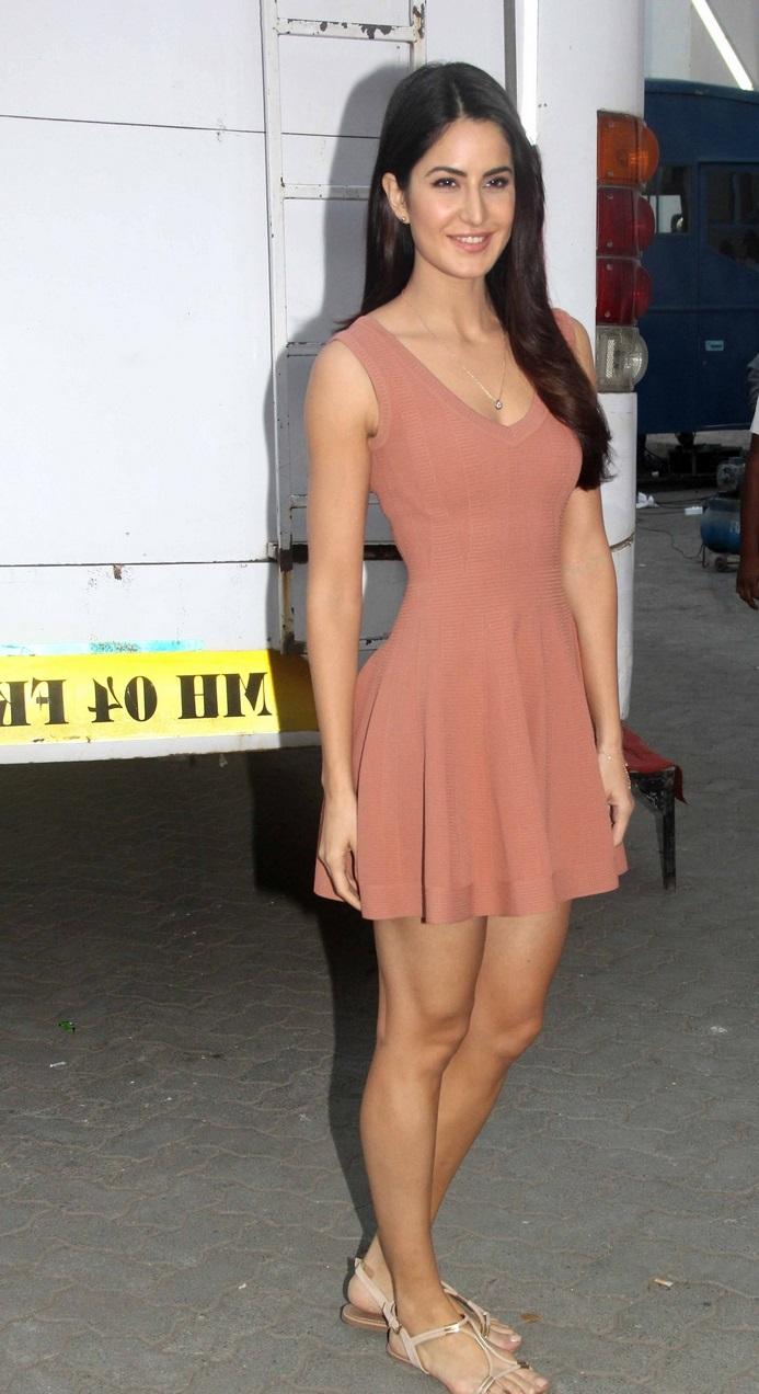 Bollywood Actress Katrina Kaif Hot Legs Thigh Show In Short Maroon Frock
