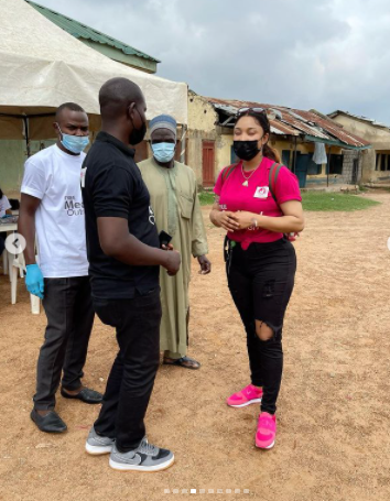 There is a blessing that comes with humbling yourself to do Gods work– Tonto Dikeh says as she leads by example (Photos)
