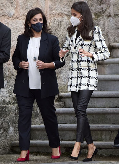 Queen Letizia wore a houndstooth blazer from Uterque. The Queen wore black leather pants from Uterque
