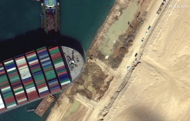 321 πλοία έχουν εγκλωβιστεί στη Διώρυγα του Σουέζ - Τεράστια ζημιά για το παγκόσμιο εμπόριο