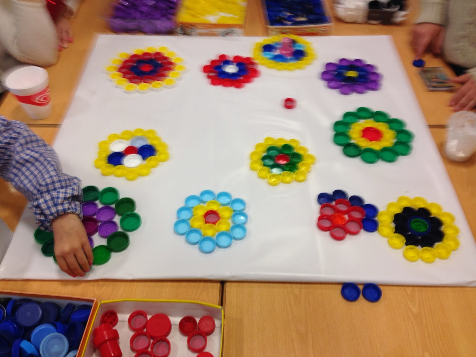 Reuse crafts plastic bottle cap art for What can i make with bottle caps