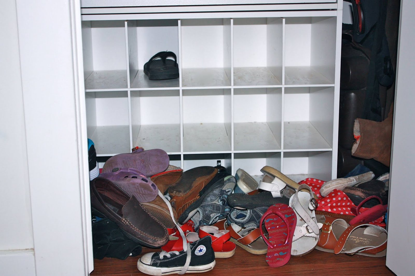 One Brown Mom Easy Diy Shoe Rack