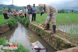 Mayat Perempuan Ditemukan Warga Mengambang di Permukaan Air Selokan