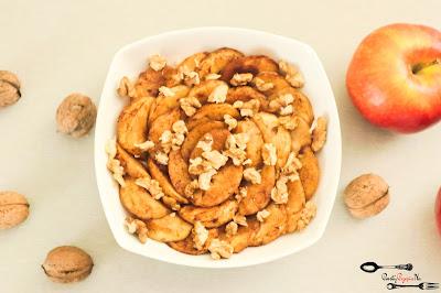cynamon, fit śniadanie, jabłko, jesienna owsianka, kolacja, orzechy, owsianka, płatki owsiane, prosty przepis na, prosty przepis na owsiankę, szybkie śniadanie, śniadanie,