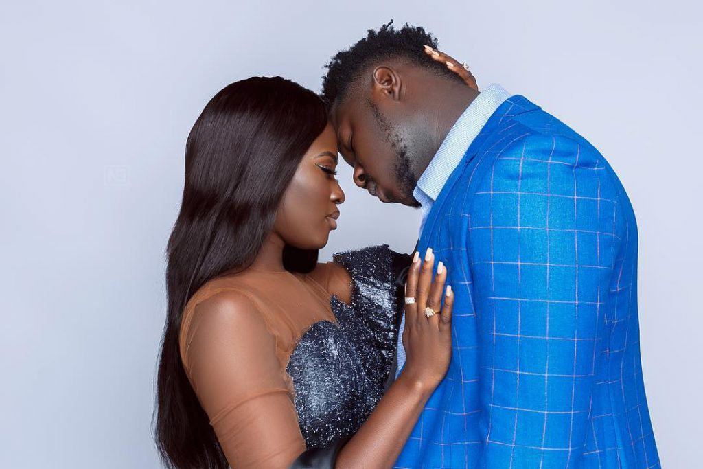 Rapper Medikal and Fella Makafui Publicly Shares Affectionate Kiss To Rubbish Breakup Rumours | VIDEO