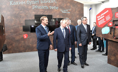Vladimir Putin attended the exhibition at the Baikal Zapovedny visitor centre.