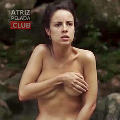Andréia Horta nua no rio em cena de novela