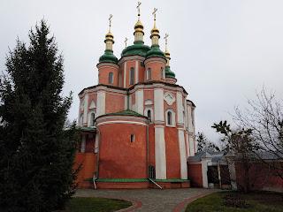 Густиня. Свято-Троїцький монастир. Церква святих апостолів Петра і Павла. Східні ворота