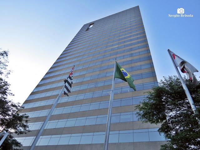 Perspectiva inferior da fachada do Edifício Odebrecht (atual Pinheiros One) - Butantã - São Paulo