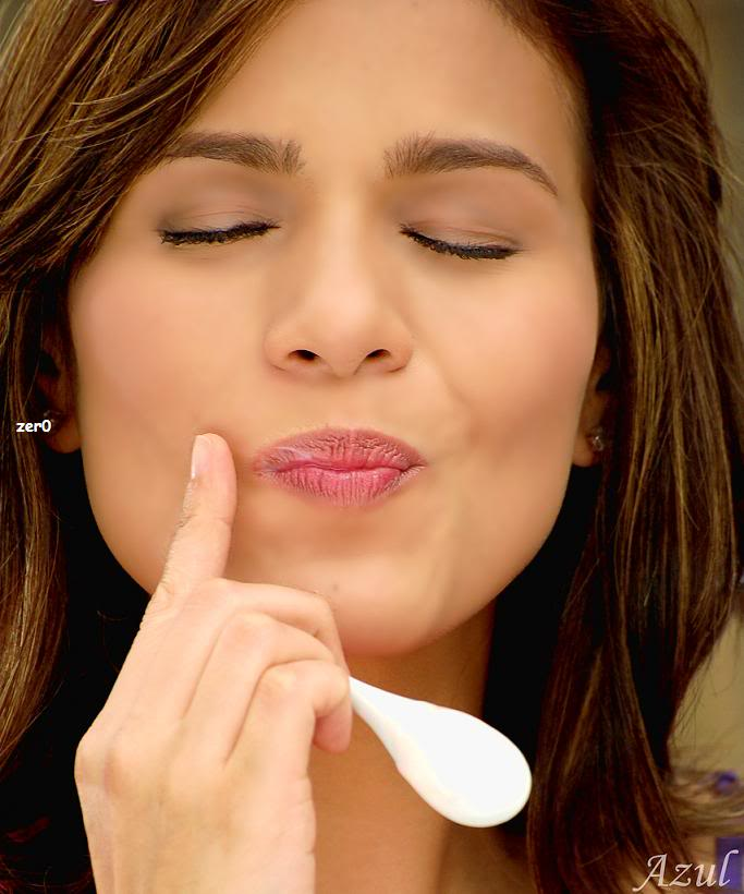 iza calzado sex face while eating yogurt 03