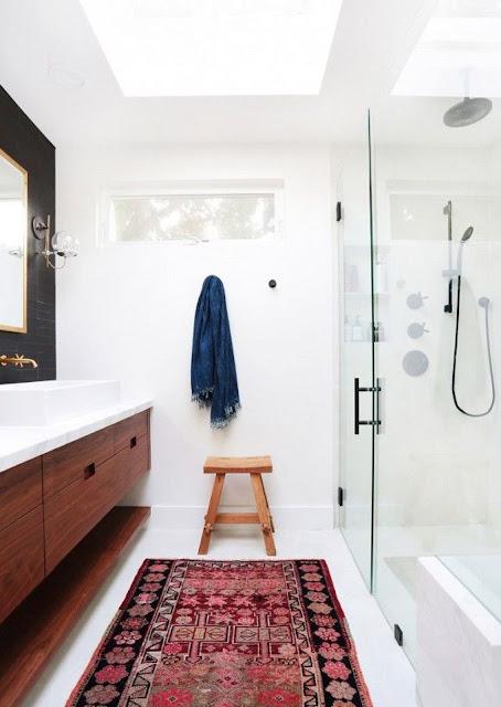 tapetes etnicos en el baño