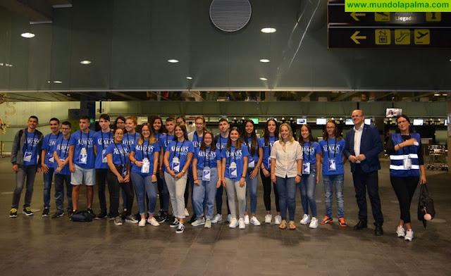 El Cabildo de La Palma despide a los 26 estudiantes que viajarán a Irlanda y Francia gracias a un programa de becas de inmersión lingüística