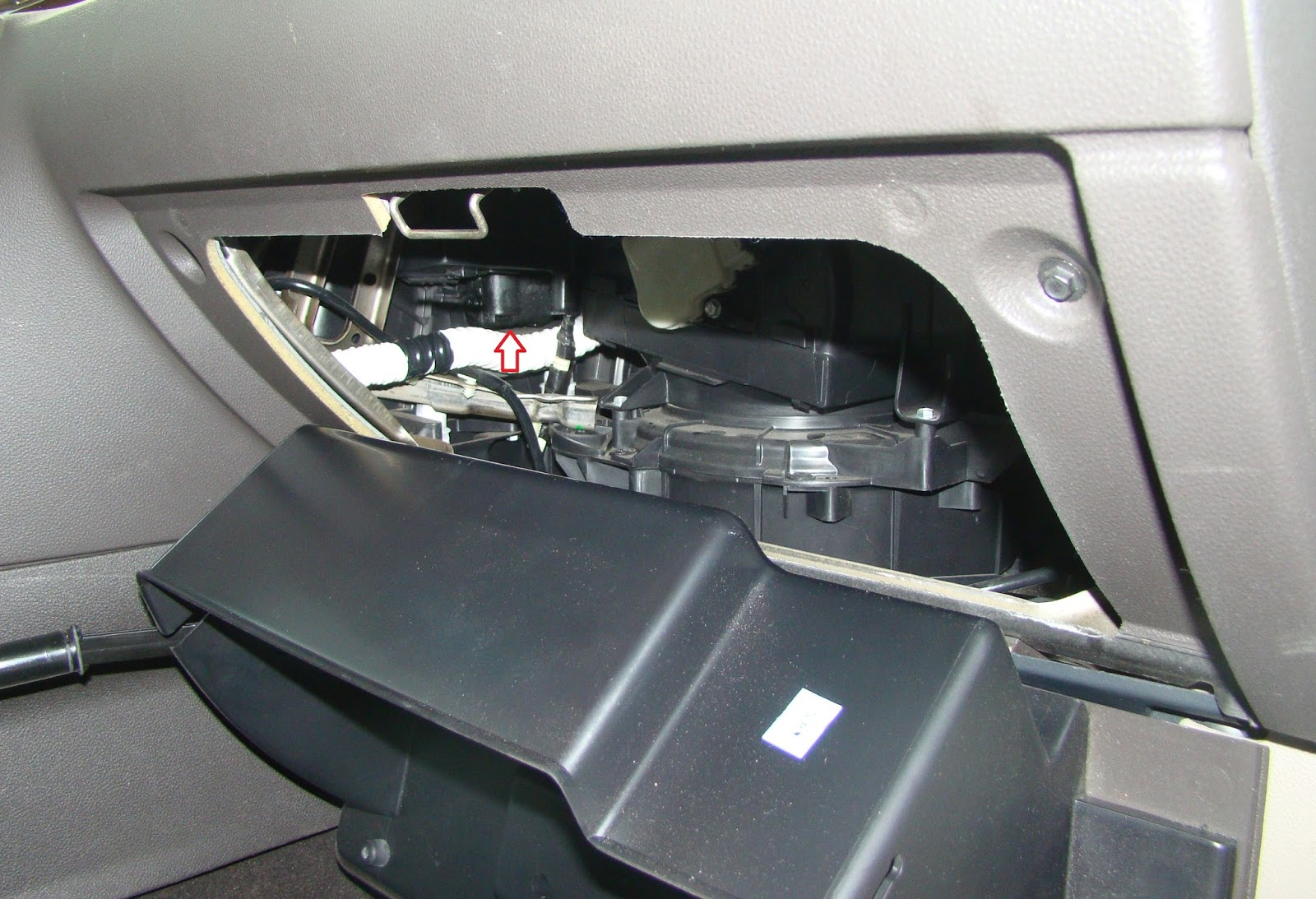 My Commentary and Technical help: Ford Taurus Passenger Blend Door