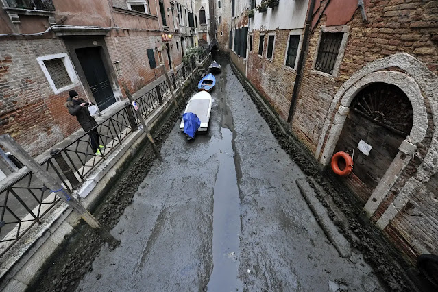 Venice canals without water