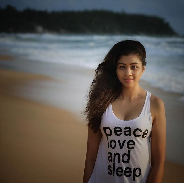 Hot Model Sapna Vyas Patel Latest Pics Navel Queens