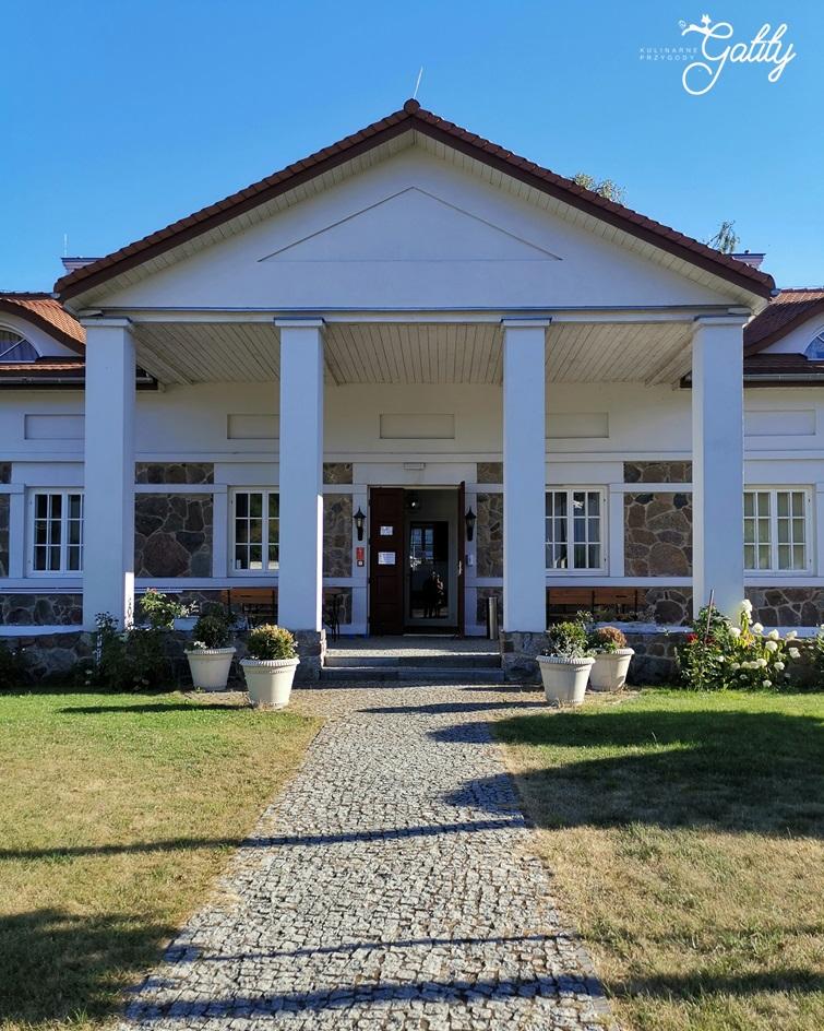biały-dom-z-kolumnami