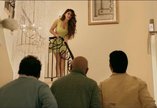 5 Looks of Jacqueline Fernandez from Judwaa 2 trailer