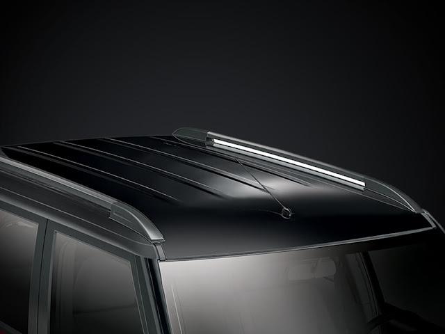 महिंद्रा TUV300 roof top