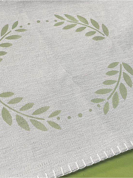 Fabric placemat with wreath stencil