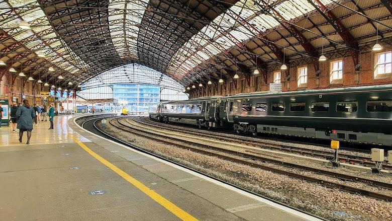 Bristol 主車站 Temple Meads station