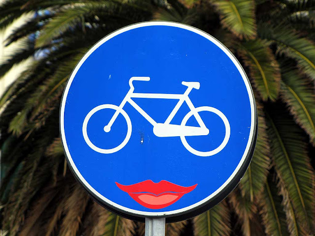 Bicycle lane sign with lipsticked mouth, Clet Abraham, piazza della Repubblica, Livorno