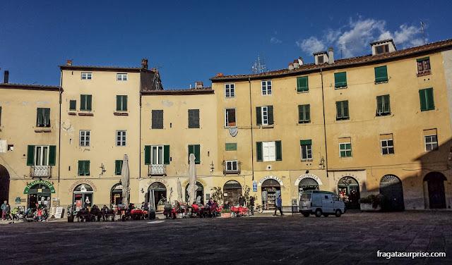 Praça do Anfiteatro, Lucca, Toscana, Itália