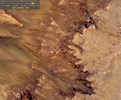 Phát hiện mới: Dấu hiệu nước vẫn chảy trên sao Hỏa
