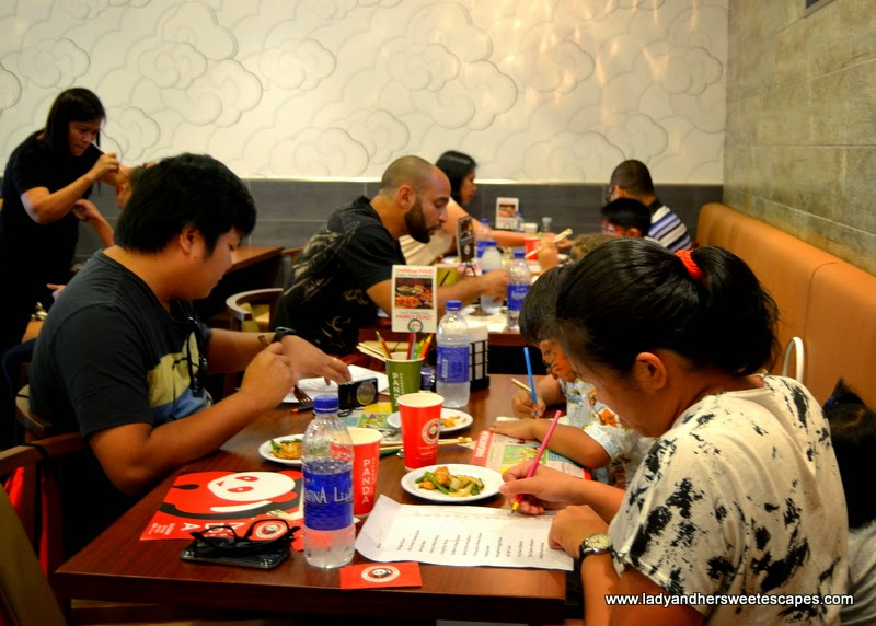 bloggers at Panda Express UAE