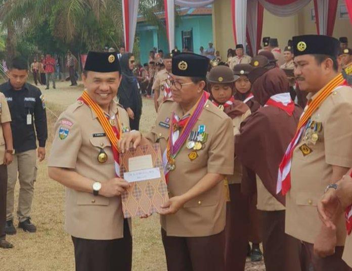 Bupati Adirozal Terima Penghargaan Lencana Melati